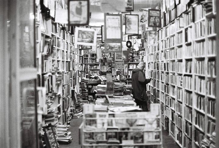 bookstore-482970_960_720
