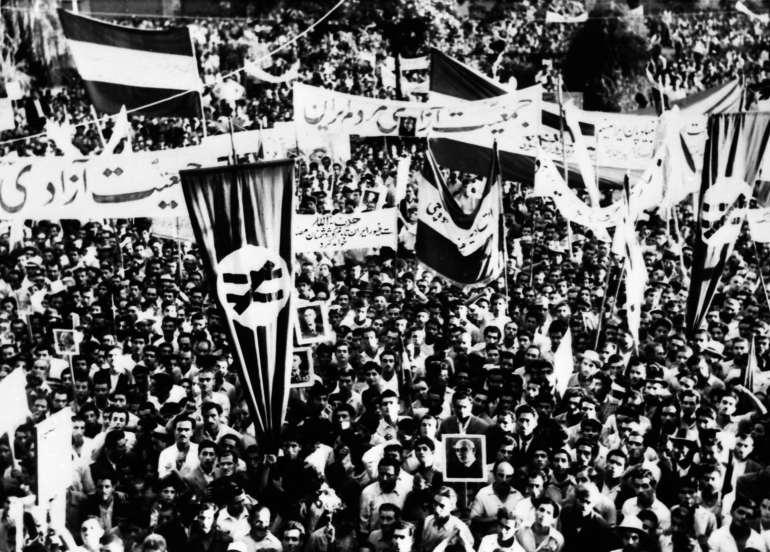 1953_Iranian_coup_d'état_-_Tehran_rally