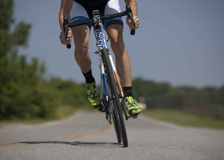 cycling-bicycle-riding-sport-38296.jpeg